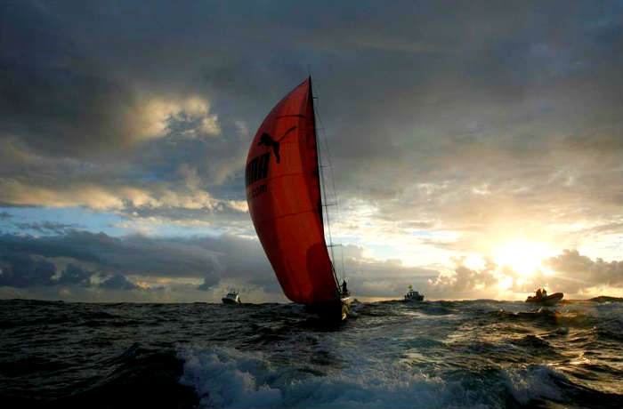 ocean racing boat photo